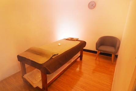 chatswood massage room 2